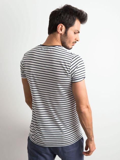 Męska koszulka w paski biało-granatowa                              zdj.                              2