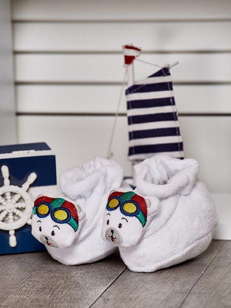 Miękkie buciki dziecięce z ozdobnym misiem białe                              zdj.                              1