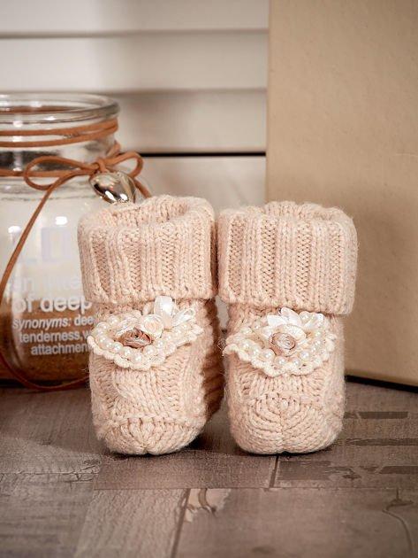 Miękkie buciki dziewczęce wyszywane perełkami beżowe                              zdj.                              1