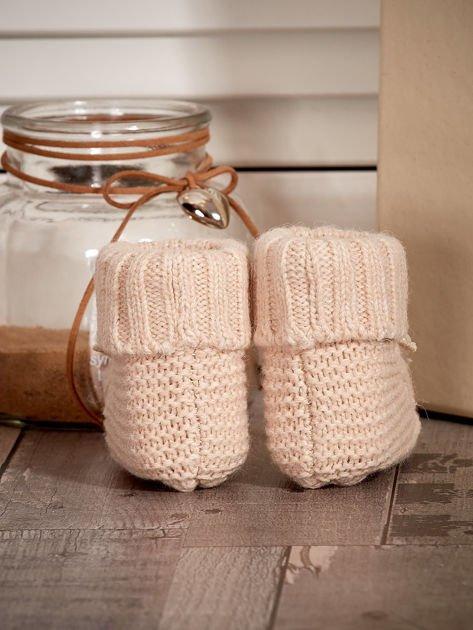 Miękkie buciki dziewczęce z ozdobnymi serduszkami beżowe                              zdj.                              2