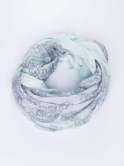 Miętowa chustka w kwiatowy, dekoracyjny ornament                                  zdj.                                  2
