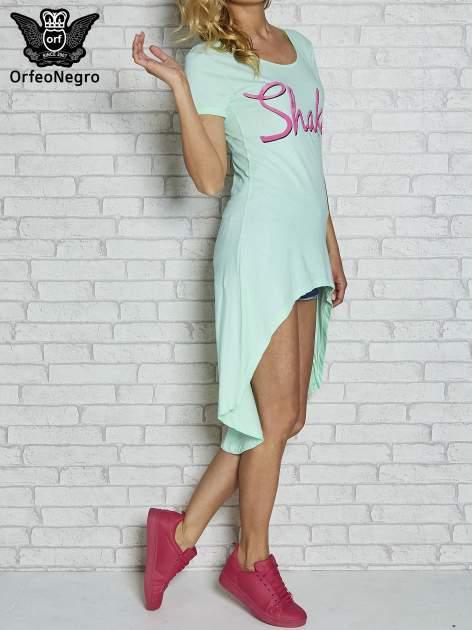 Miętowa sukienka z dłuższym tyłem i napisem SHAKE!                                  zdj.                                  4