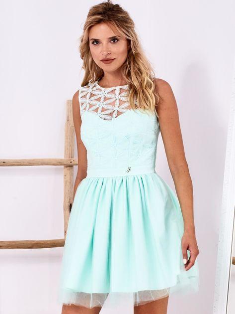 Miętowa sukienka z ozdobną górą