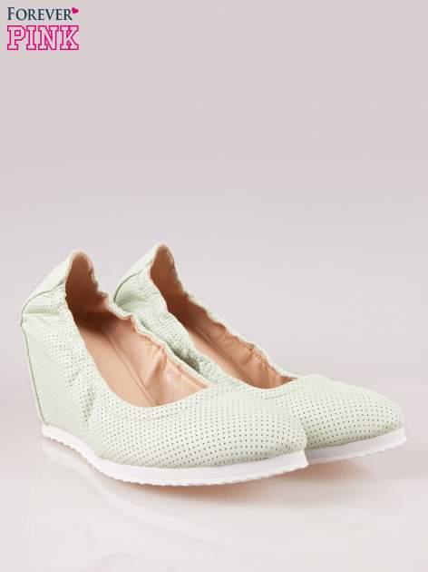 Miętowe siateczkowe buty textile Magical na koturnie                                  zdj.                                  2