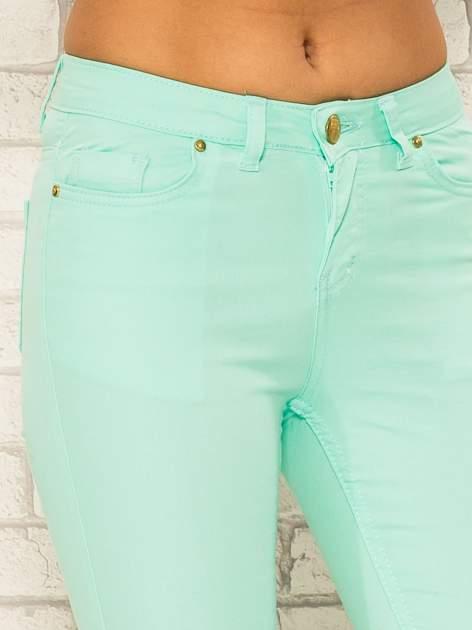 Miętowe spodnie rurki skinny z kieszeniami                                  zdj.                                  5
