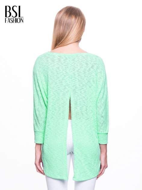 Miętowy sweter z rozcięciem na plecach                              zdj.                              4