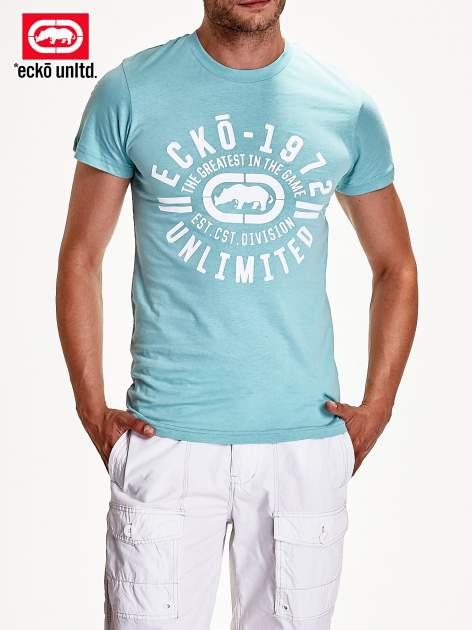 Miętowy t-shirt męski z białym logiem                                  zdj.                                  4