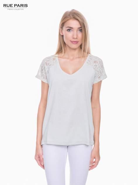 Miętowy t-shirt z koronkowymi rękawami i szyfonowym tyłem                                  zdj.                                  1