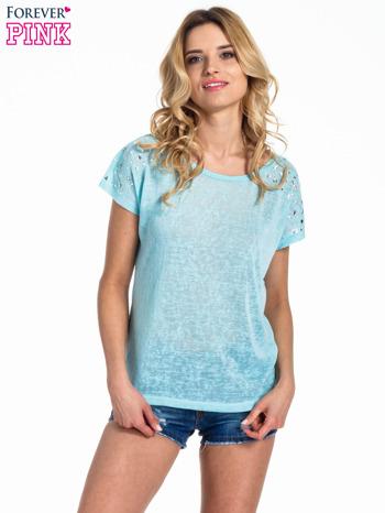 Miętowy t-shirt z kryształkami na rękawach