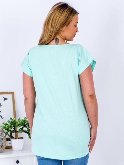 Miętowy t-shirt z motywem roślinnym PLUS SIZE                              zdj.                              2