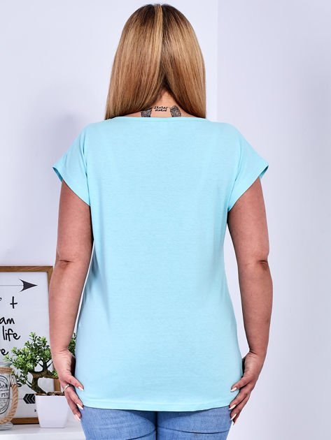 Miętowy t-shirt z napisem i motywem roślinnym PLUS SIZE                              zdj.                              2