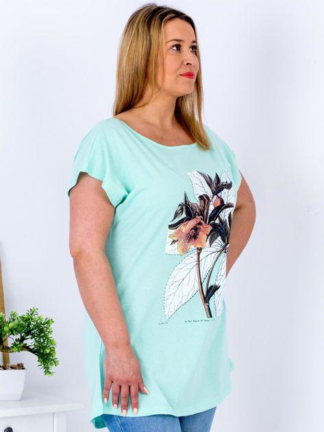 Miętowy t-shirt z roślinnym motywem PLUS SIZE                              zdj.                              3