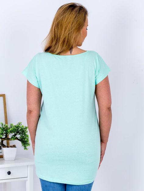Miętowy t-shirt z żonkilami PLUS SIZE                                  zdj.                                  2