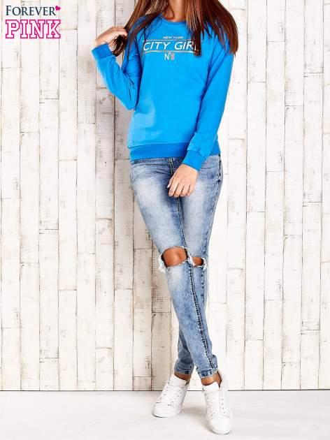 Niebieska bluza z napisem CITY GIRL                                  zdj.                                  4