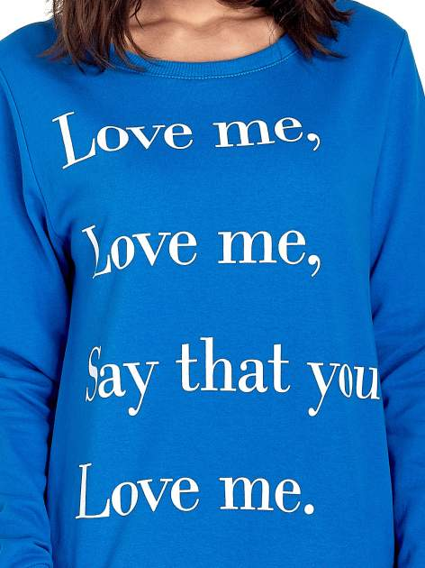 Niebieska bluza z napisem LOVE ME i dłuższym tyłem                                  zdj.                                  5