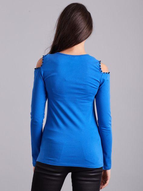 Niebieska bluzka cold shoulder z aplikacją                              zdj.                              2
