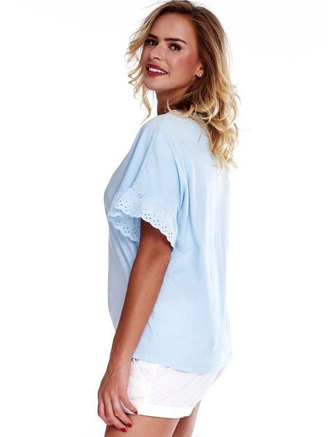 Niebieska bluzka o luźnym kroju z falbankami na rękawach                              zdj.                              3
