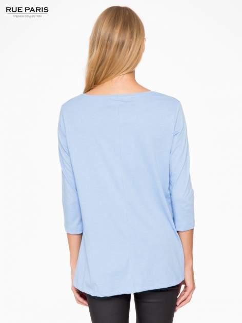 Niebieska bluzka o rozkloszowanym kroju z rękawem 3/4                                  zdj.                                  4