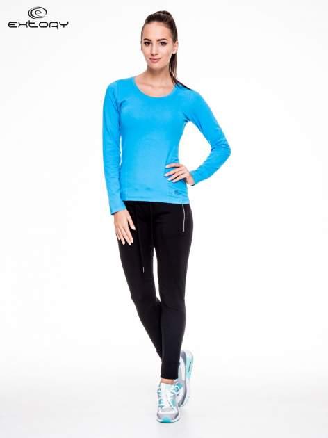 Niebieska bluzka sportowa z dekoltem U                                  zdj.                                  2