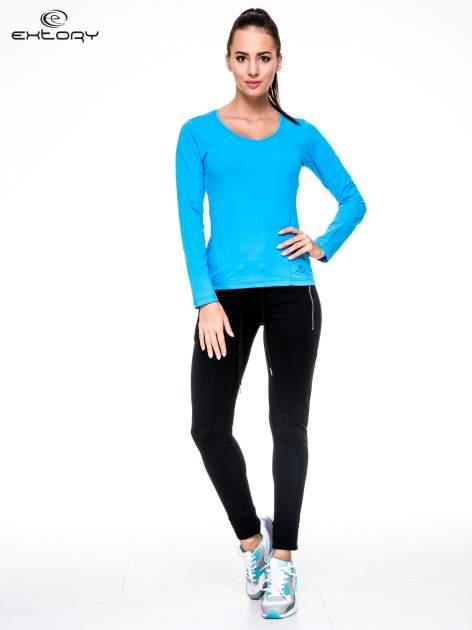 Niebieska bluzka sportowa z dekoltem V                                  zdj.                                  2