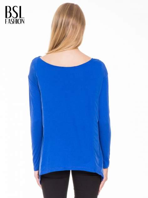 Niebieska bluzka z asymetrycznym bokiem                                  zdj.                                  3