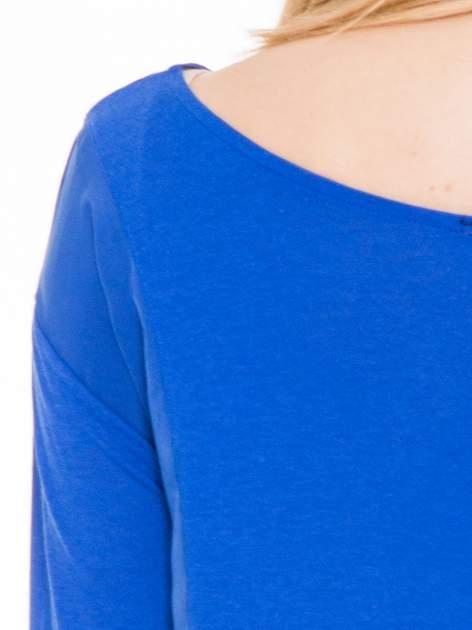 Niebieska bluzka z asymetrycznym bokiem                                  zdj.                                  6