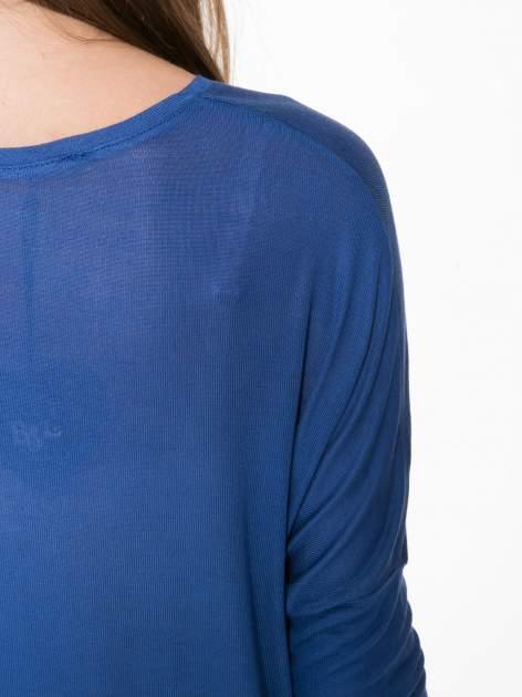 Niebieska bluzka z asymetrycznym cięciem na dole                                  zdj.                                  12