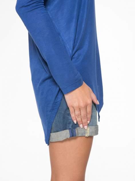 Niebieska bluzka z asymetrycznym cięciem na dole                                  zdj.                                  10