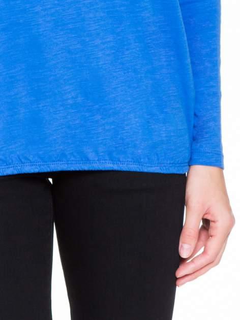 Niebieska bluzka z koronkowym karczkiem                                  zdj.                                  6