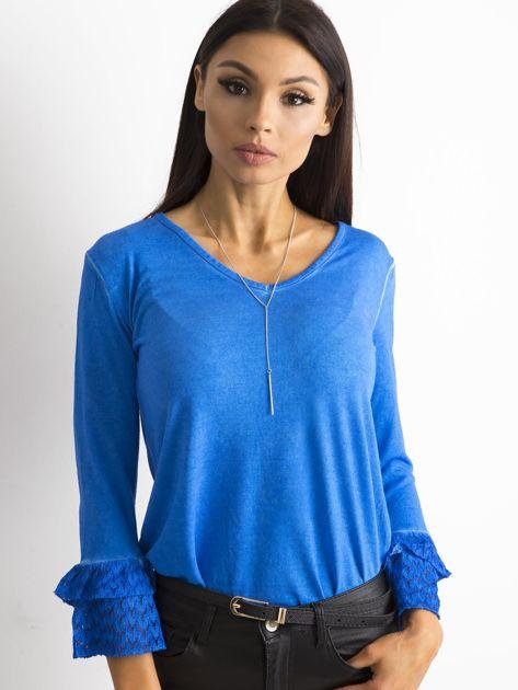 Niebieska bluzka z koronkowymi rękawami                              zdj.                              1