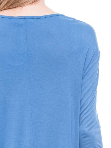 Niebieska bluzka z kwiatowym nadrukiem i rękawami 3/4                                  zdj.                                  7