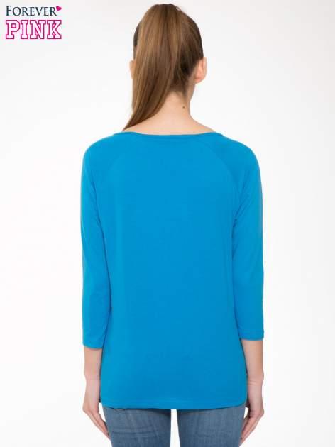 Niebieska bluzka z marszczonym dekoltem i rękawkami 3/4                                  zdj.                                  4
