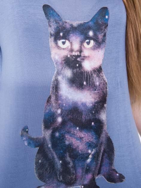 Niebieska bluzka z nadrukiem kota z efektem galaxy                                  zdj.                                  5