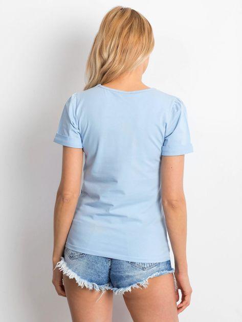 Niebieska bluzka z podwijanymi rękawami                              zdj.                              2