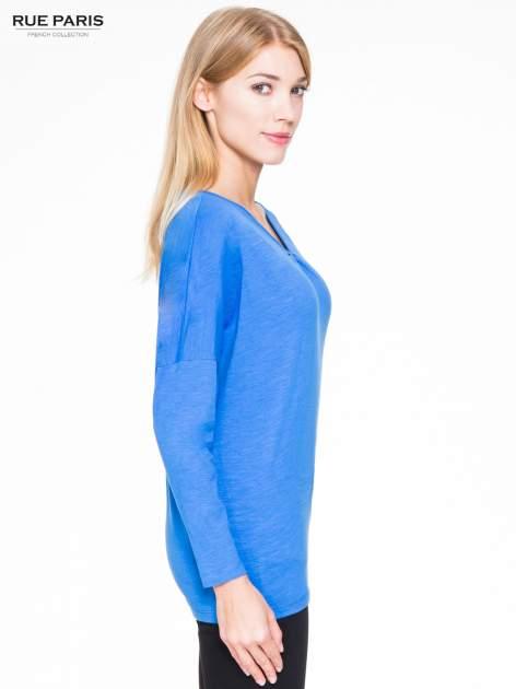 Niebieska bluzka z wiązanym oczkiem z tyłu                                  zdj.                                  3