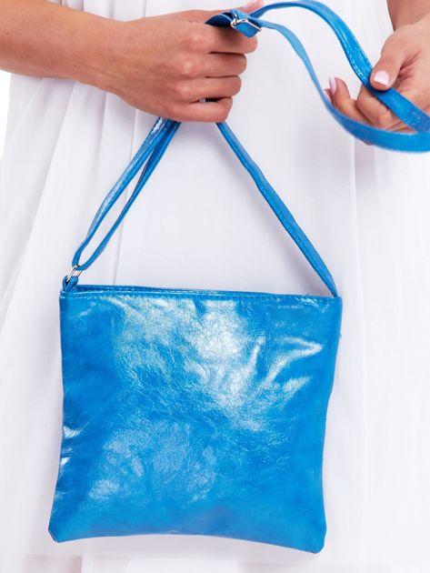 Niebieska błyszcząca torebka listonoszka                              zdj.                              3