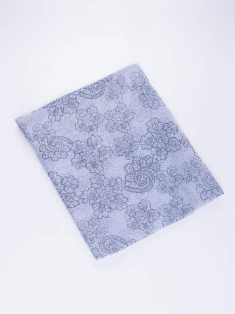 Niebieska chustka w kwiatowy, dekoracyjny wzór                                  zdj.                                  3