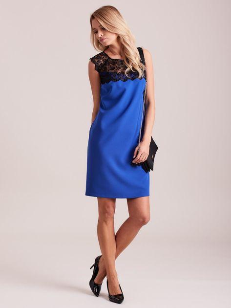 Niebieska elegancka sukienka z koronką                              zdj.                              4