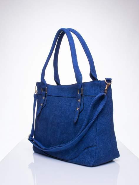 Niebieska fakturowana torba miejska z odpinanym paskiem                                  zdj.                                  2