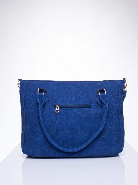 Niebieska fakturowana torba miejska z odpinanym paskiem                                  zdj.                                  3