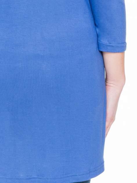 Niebieska gładka bluzka z dłuższym tyłem                                  zdj.                                  6