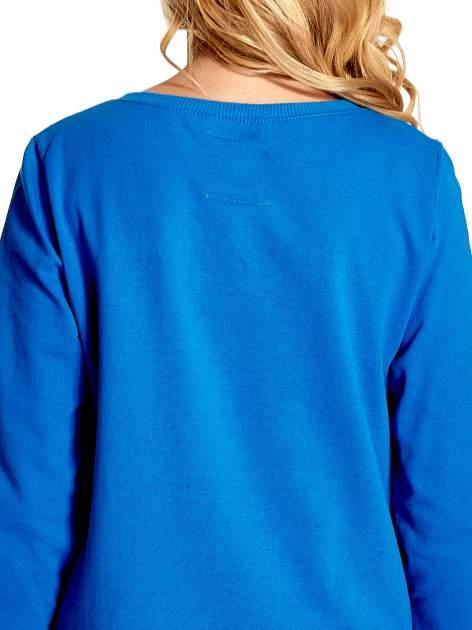 Niebieska klasyczna bluza damska z napisem AVENUE MONTAIGNE                                  zdj.                                  6