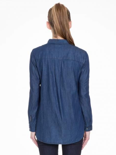 Niebieska koszula jeansowa z kołnierzykiem i krytą listwą                                  zdj.                                  2