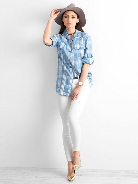 Niebieska koszula w kratkę z podwijanymi rękawami                              zdj.                              4