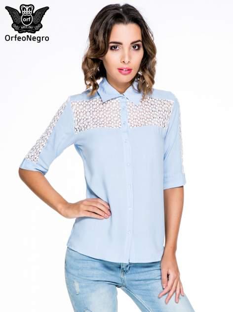 Niebieska koszula z rękawem do łokcia i koronką                                  zdj.                                  1