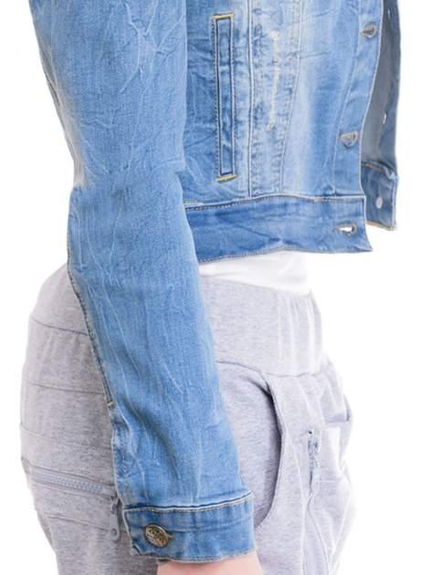 Niebieska kurtka jeansowa damska z efektem gniecenia                                  zdj.                                  6