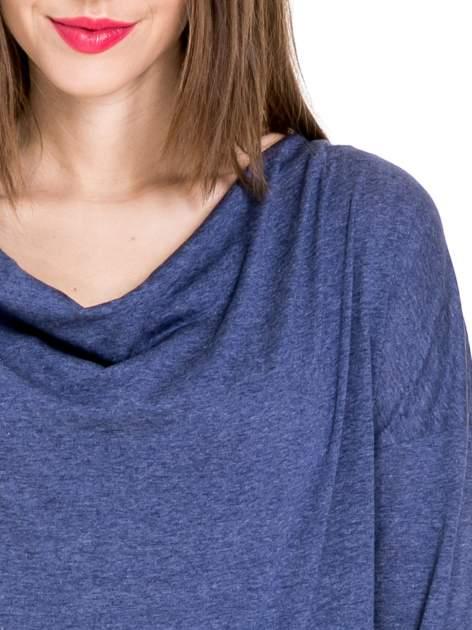 Niebieska melanżowa bawełniana bluzka z dekoltem typu woda                                  zdj.                                  5