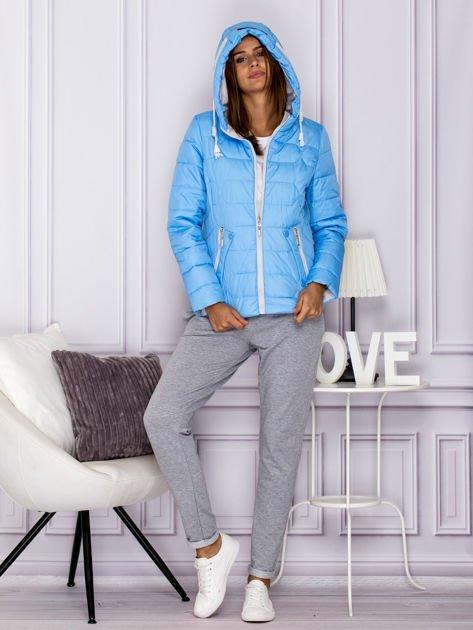 Niebieska pikowana kurtka przejściowa z ozdobnymi suwakami                              zdj.                              6