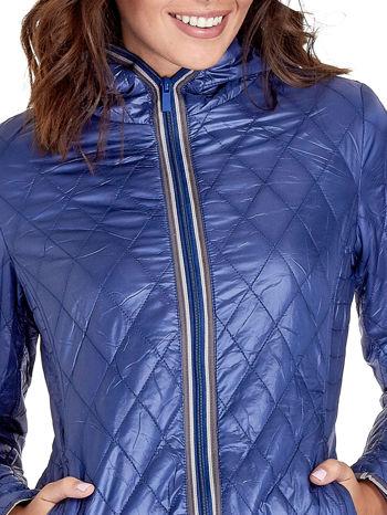 Niebieska pikowana kurtka typu husky                                  zdj.                                  4