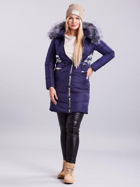 Niebieska pikowana kurtka zimowa PLUS SIZE                              zdj.                              4